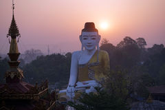 Buddha ed alba Immagini Stock Libere da Diritti