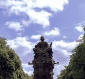 Buddha in einem drastischen Himmelhintergrund Lizenzfreie Stockbilder
