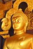 Buddha in einem Tempel von Thailand Stockbild