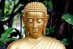 Buddha en el jardín Foto de archivo