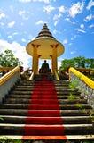 Buddha en el templo tailandés Fotos de archivo libres de regalías