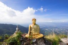 Buddha en la montaña Imagenes de archivo
