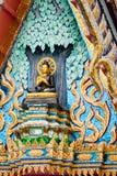 Buddha en triángulo del templo budista en Tailandia Foto de archivo