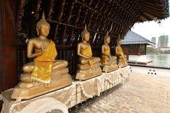 Buddha erscheint im Seema Malaka-Tempel von Colombo in Sri Lanka lizenzfreie stockfotos