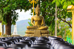 Monk. Buddha explicitly stated that sanctions are only two kinds of clay bowl and bowl in black steel. Varying in size from 7-11 inches and Buddha forbade stock images