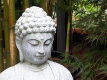 Buddha in giardino di bambù Immagini Stock