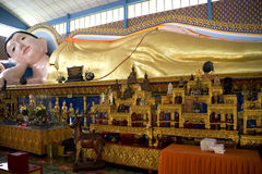 buddha gigantyczna target2681_0_ statua obraz stock