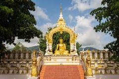 Buddha-Goldstatue Stockbilder