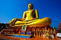 Buddha grande de oro Foto de archivo