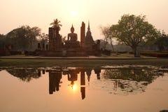 Buddha grande en la luz del sol por la tarde. Imagenes de archivo