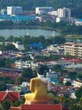 Buddha grande protege la ciudad fotos de archivo