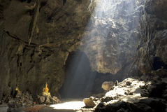buddha grotta Arkivfoto