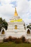 buddha guld- pagodawhite arkivbilder