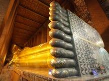 buddha guld- reclining fotografering för bildbyråer