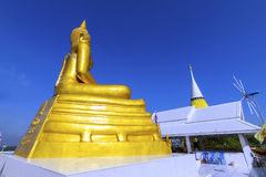 buddha guld- staty royaltyfri bild