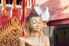 buddha hällande staty som ska waters Royaltyfria Foton