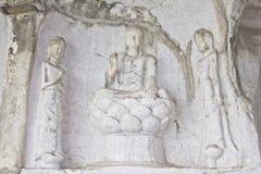 Buddha ha intagliato su una roccia immagine stock