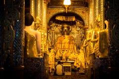 Buddha i adorator Fotografia Royalty Free