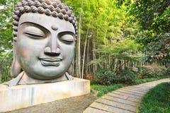 Buddha i bambuskogen Arkivfoto