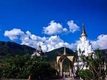 Buddha i berg Arkivfoton