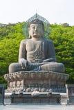 Buddha i det Sinheungsa tempelet Arkivfoton