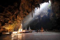 Buddha i en grotta Royaltyfria Bilder