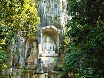 Buddha i natur arkivfoton
