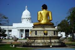 Buddha i parlament Zdjęcie Royalty Free