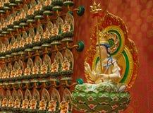 Buddha i statyett för lotusblommablomma i Buddhatandtempel i Singa Arkivfoton