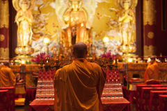 Buddha i tandreliktempel i den Kina staden, Singapore arkivbilder
