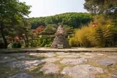 Buddha i trädgården Royaltyfri Foto