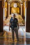 Buddha i turysta wśrodku Tample Obraz Royalty Free