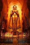 Buddha im alten Tempel stockbild