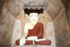 Buddha im birmanischen Tempel stockbilder