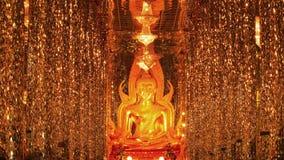 Buddha im Kristalltempel Stockfotografie