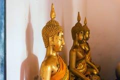 Buddha innerhalb des Tempels lizenzfreie stockfotografie