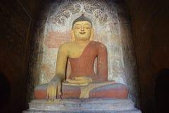 Buddha innerhalb eines Bagan-Tempels, Myanmar Lizenzfreies Stockfoto