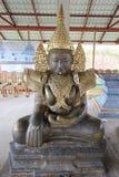 Buddha in König Suits lizenzfreie stockfotos