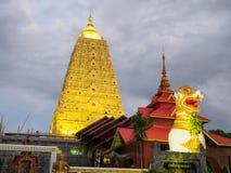 Buddha Khaya stupa, złota pagoda przy Wata Wang Wi Weh Karam w Sa Zdjęcie Royalty Free