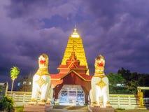Buddha Khaya stupa, złota pagoda przy Wata Wang Wi Weh Karam w Sa Zdjęcia Royalty Free