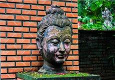Buddha kierownicza antyczna statua święta Obrazy Stock