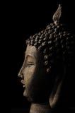 Buddha-Kopf getrennt auf schwarzem Hintergrund Stockfoto
