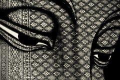 Buddha målar på silk med thailändskt mönstrar Royaltyfri Fotografi