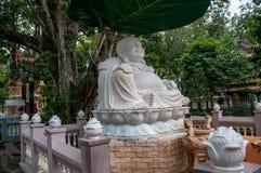 Buddha marmurowa statua w ogródzie świątynia obraz stock