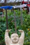 Buddha med över huvudet le för armar Arkivbilder