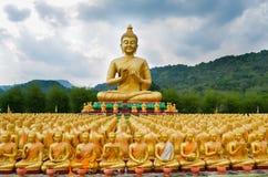 Buddha minnes- Makabucha parkerar, Nakornnayok, Thailand arkivbilder