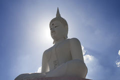 Buddha mit Himmel und clould stockfoto