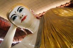 Buddha mit süßem Lächeln Stockbild