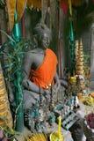 Buddha mit Zubringern Stockfotos