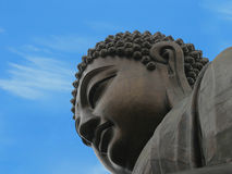 Buddha mot blå himmel Royaltyfri Fotografi